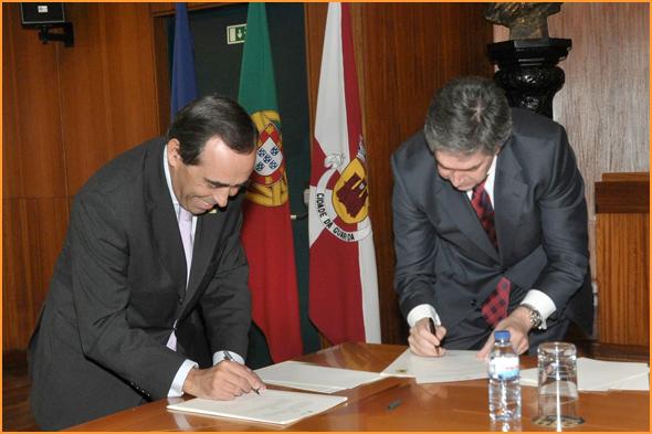 Assinatura do Protocolo - Álvaro Amaro e Pedro Machado - capeiaarraiana.pt