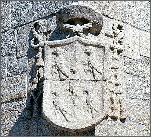 D. Pedro Gavião tomou posse há 518 anos - pedra de armas do bispo existente na Sé da Guarda