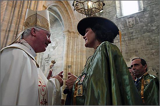 D. Manuel Felício com a nova confreira do Azeite, Assunção Cristas