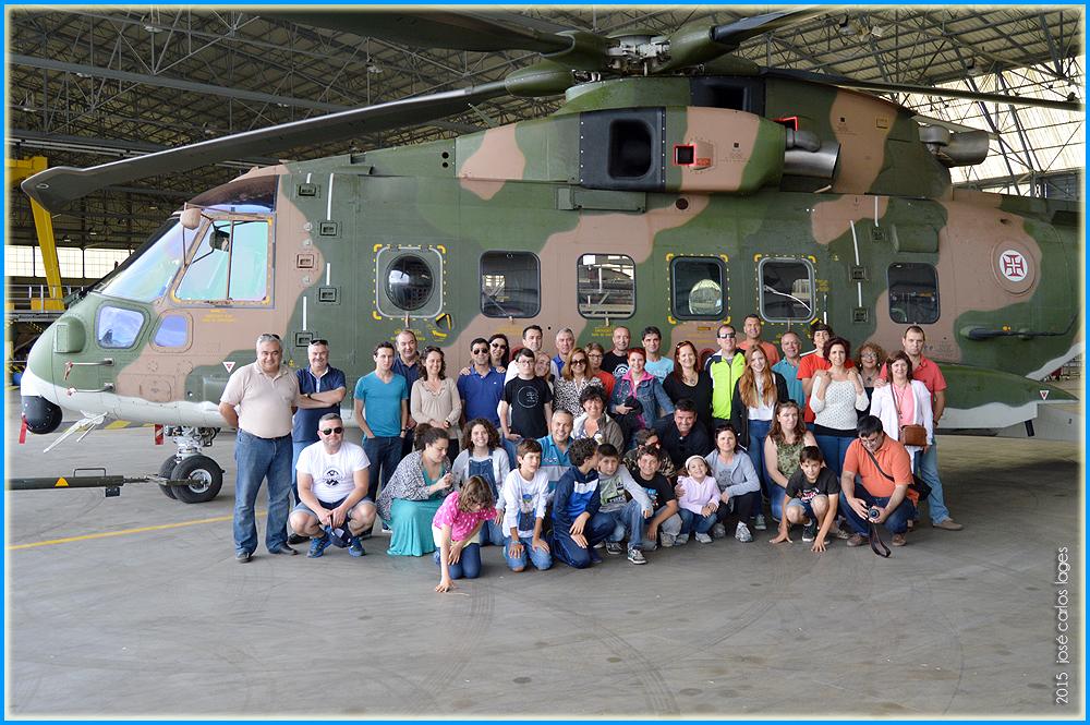No hangar junto ao Merlin da esquadra de busca e salvamento da Força Aérea Portuguesa - capeiaarraiana.pt