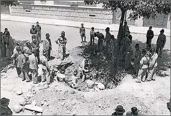 Há 78 anos Oliveira Salazar foi alvo de atentado (foto da cratera aberta pela bomba)