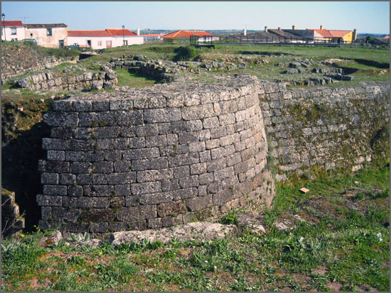 O Castelo de Almeida foi completamente destruído há 205 anos