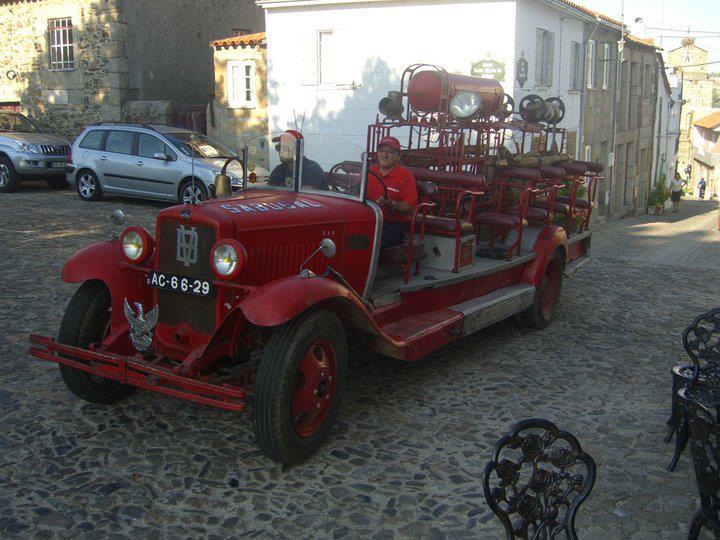 Os Bombeiros do Sabugal foram fundados há 120 anos (foto do carro mais antigo da actual corporação)