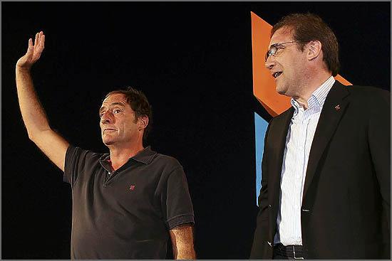 Passos Coelho (D) com Paulo Portas, na Festa do Pontal