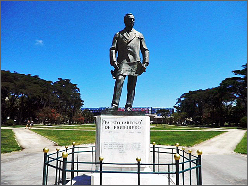 Estátua de Fausto Cardoso de Figueiredo no Estoril