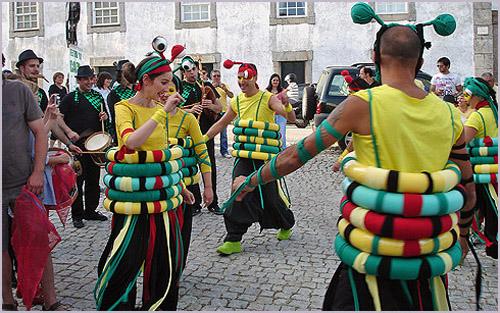 Animação de rua na Festa da Caça no Casteleiro