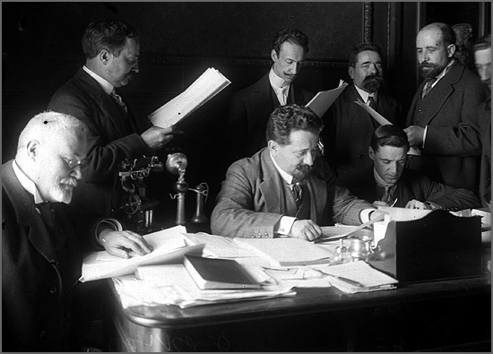 A lei do Divórcio foi implementada há 105 anos (na foto, ao centro, Afonso Costa, ministro da Justiça do governo provisório da República)