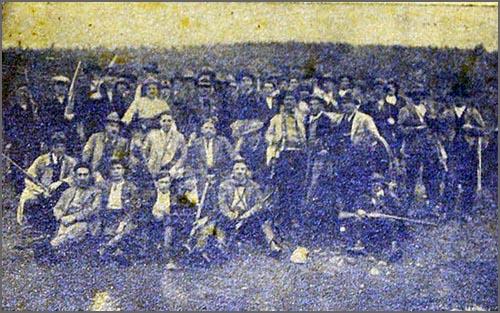 Francisco Maria Manso nasceu há 123 anos - foto de grupo de uma montaria ao javali