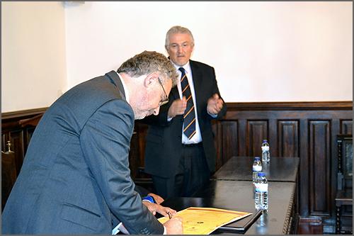 O Secretário de Estado da Alimentação e Investigação Agroalimentar também assinou