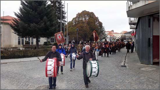 Desfile da Confraria do Bucho Raiano no Sabugal - capeiaarraiana.pt
