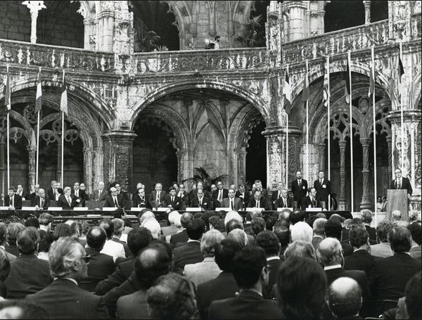 Adesão de Portugal à União Europeia (então CEE) - capeiaarraiana.pt