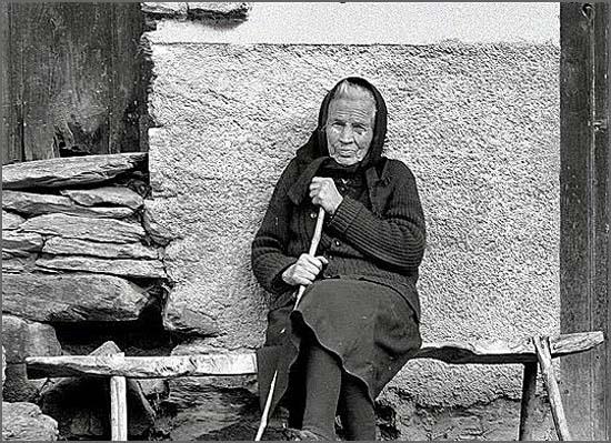 Uma sociedade que despreza os idosos que ainda existem nas terras despovoadas