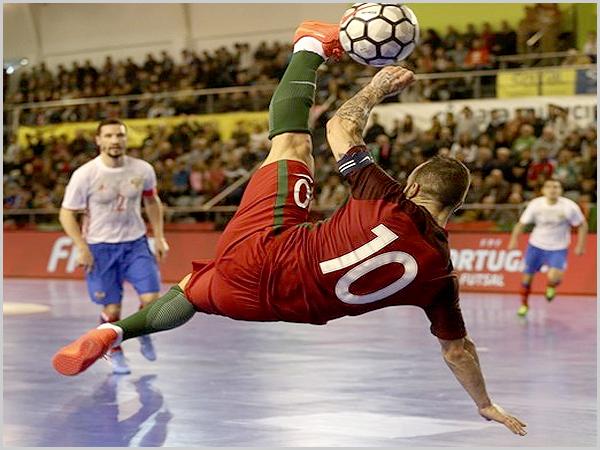 Ricardinho - o melhor do mundo no futsal (foto: D.R.) - capeiaarraiana.pt