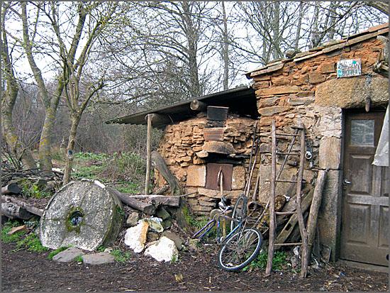 Velho moinho junto ao rio Côa