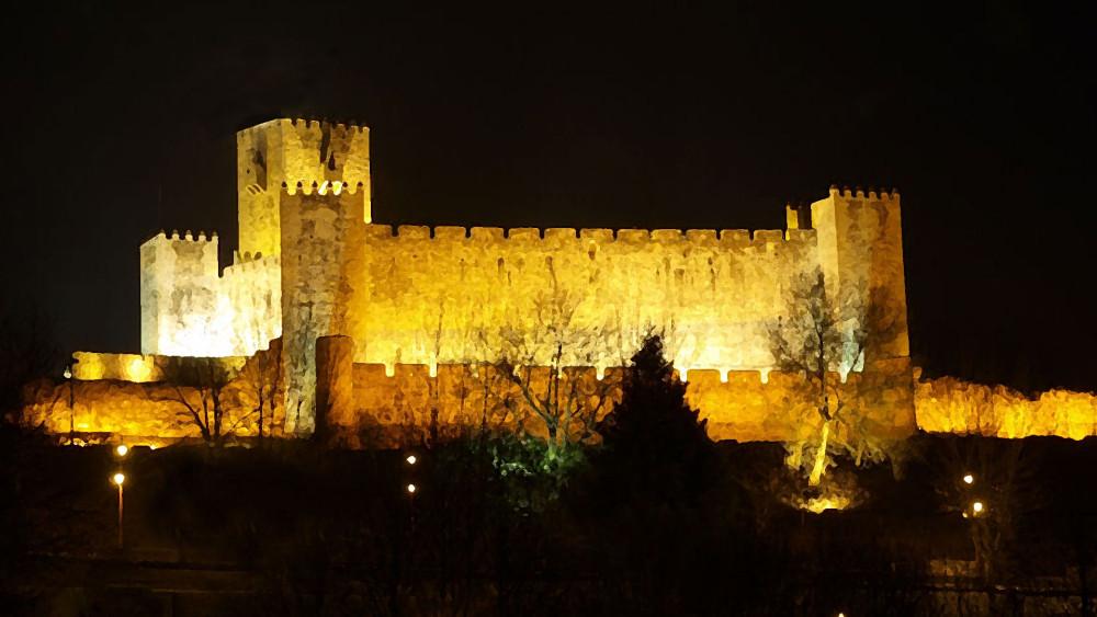 Castelo das Cinco Quinas no Sabugal - capeiaaarraiana.pt