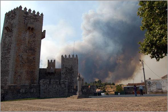 Incêndio no Sabugal (foto: Cláudia Bispo) - capeiaarraiana.pt