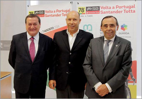 António Rocha ( Presidente da Câmara Municipal de Belmonte), Joaquim Gomes (Diretor 78ª Volta Portugal Santander Totta) e Álvaro Amaro (Presidente da Câmara Municipal de Guarda)