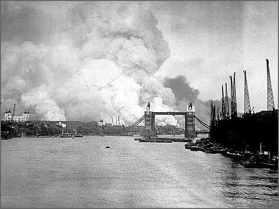 Londres está sob bombardeamento alemão