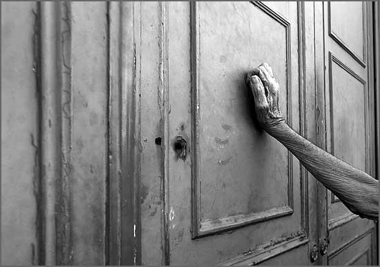 Um pedinte bateu à porta