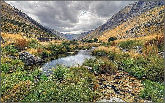 Os montes são eternos e os vales são perpétuos