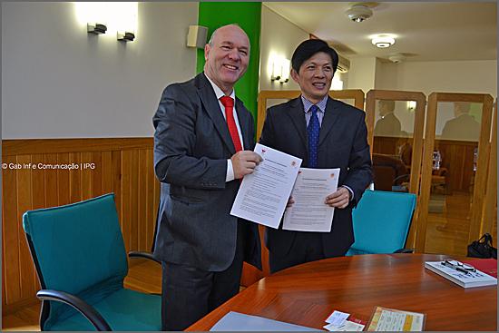 Com o protocolo assinado