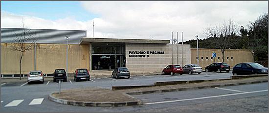 Pavilhão e piscinas