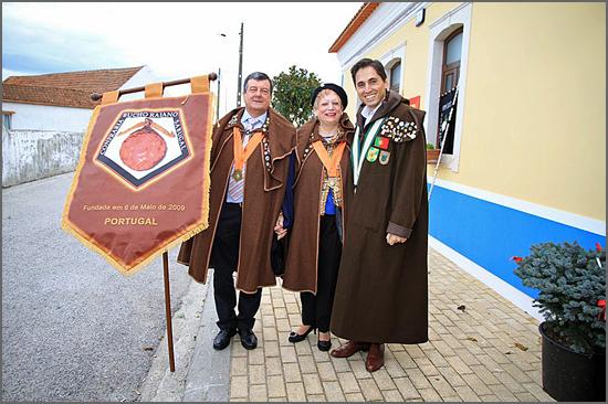 Os representantes da Confraria do Bucho Raiano