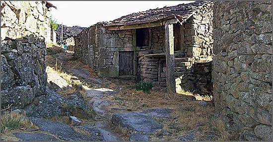 O abandono do interior  provoca degradação das aldeias