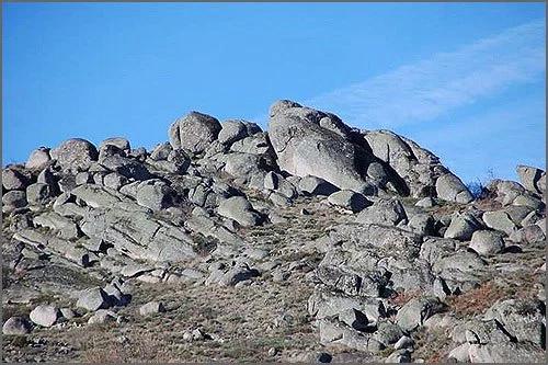 Rochas míticas da Serra d' Opa