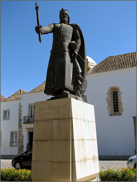 Estátua de Dom Afonso III em Faro