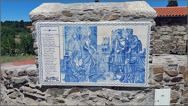 Painel de azulejos relativo ao milagre das rosas no Sabugal