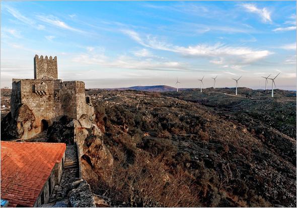 Castelo e Eólicas em Sortelha - Sabugal - Capeia Arraiana