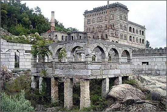 Ruínas do hotel da Serra da Pena