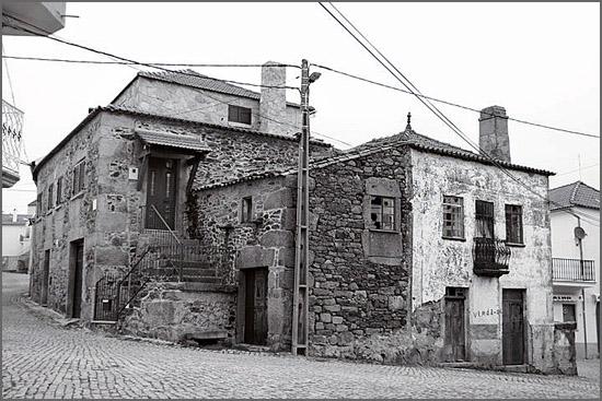 Casas antigas em Quadrazais (foto de Carlos Nascimento)
