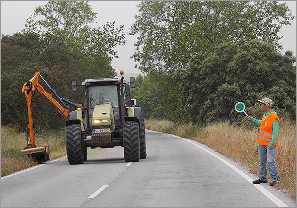 Limpeza das bermas nas estradas municipais