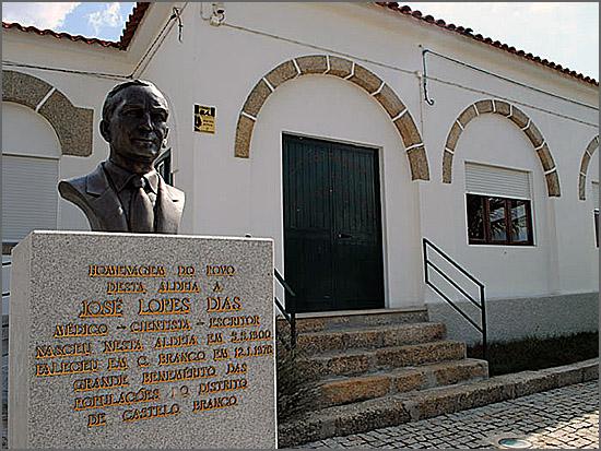O Dr Jaime Lopes Dias oferecia ao Povo da Aldeia, no seu Lagar, uma grande jantarada de batatas com bacalhau, couves e vinho
