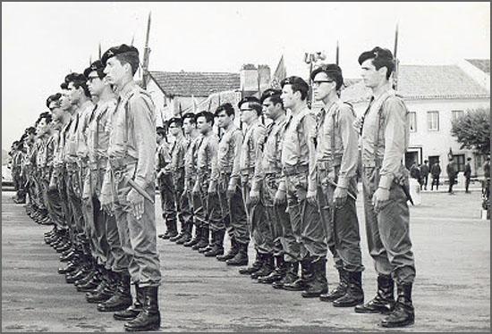 Militares em parada