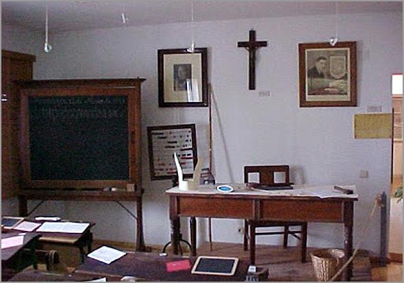 Sala de aulas das Escolas Primárias do Estado Novo - Capeia Arraiana
