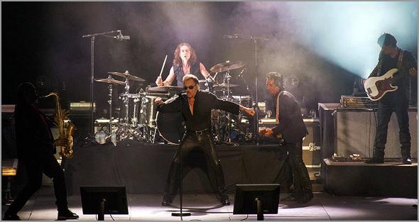 Johnny Hallyday foi o «Pai» do Rock and Roll francês - António Emídio - Capeia Arraiana