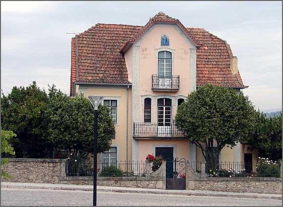 A Casa da Vila Josephine, onde cresceu Vergílio Ferreira entre tias (os pais estavam ausentes nos Estados Unidos)