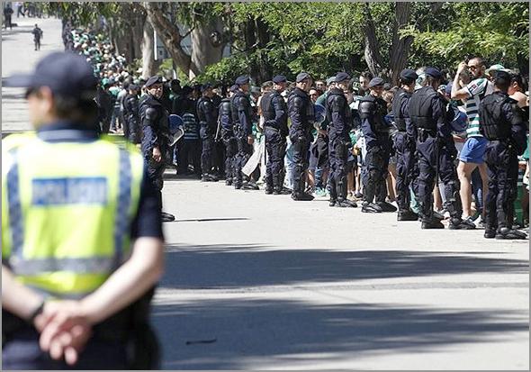 As claques e a Polícia - Capeia Arraiana