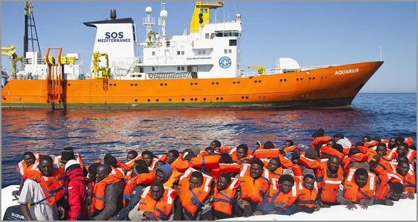 Navio SOS Aquarius na chegada a Espanha - Maria Rosa Afonso - Capeia Arraiana