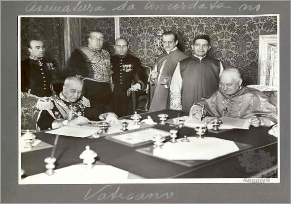 Assinatura da Concordata no Vaticano a 7 de Maio de 1940. À direita o Cardeal Luigi Maglione, representante da Santa Sé e à esquerda o General Eduardo Marques, antigo Ministro das Colónias portuguesas - Capeia Arraiana