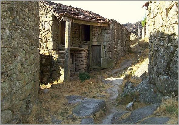 As histórias das casas das nossas aldeias - Maria Rosa Afonso - Capeia Arraiana