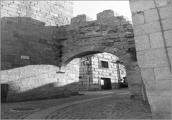 Entrada na muralha do Castelo do Sabugal - Capeia Arraiana