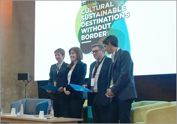 Ana Mendes Godinho e António Robalo na assinatura do protocolo Aldeias Históricas de Portugal All For All - Capeia Arraiana