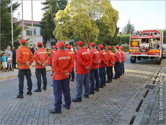 Bombeiros Voluntários em formatura - Capeia Arraiana