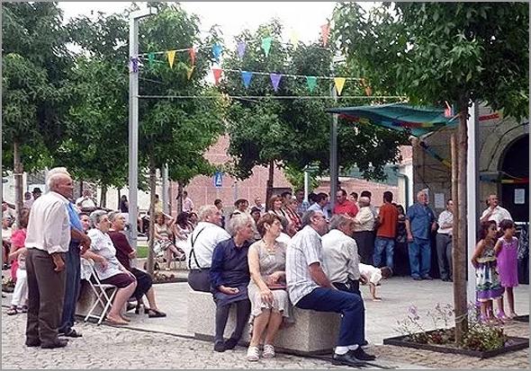 Dia de Festa no Largo do Casteleiro - Capeia Arraiana