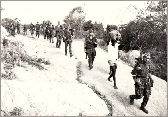 Deslocação em zona de guerra (foto ilustrativa) - Capeia Arraiana