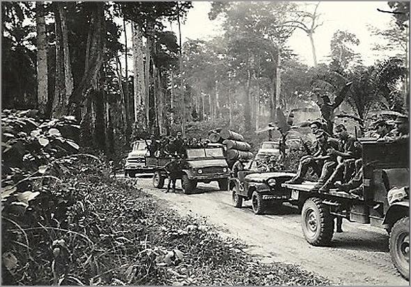 Coluna militar portuguesa na picada africana (Foto: D.R.) - capeiaarraiana.pt